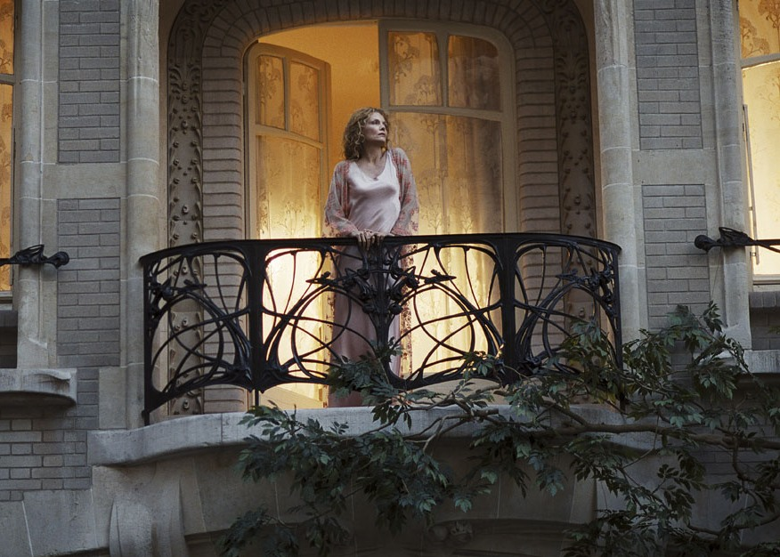 """Michelle Pfeiffer on balcony of Hotel Mezzara in movie Cheri"""