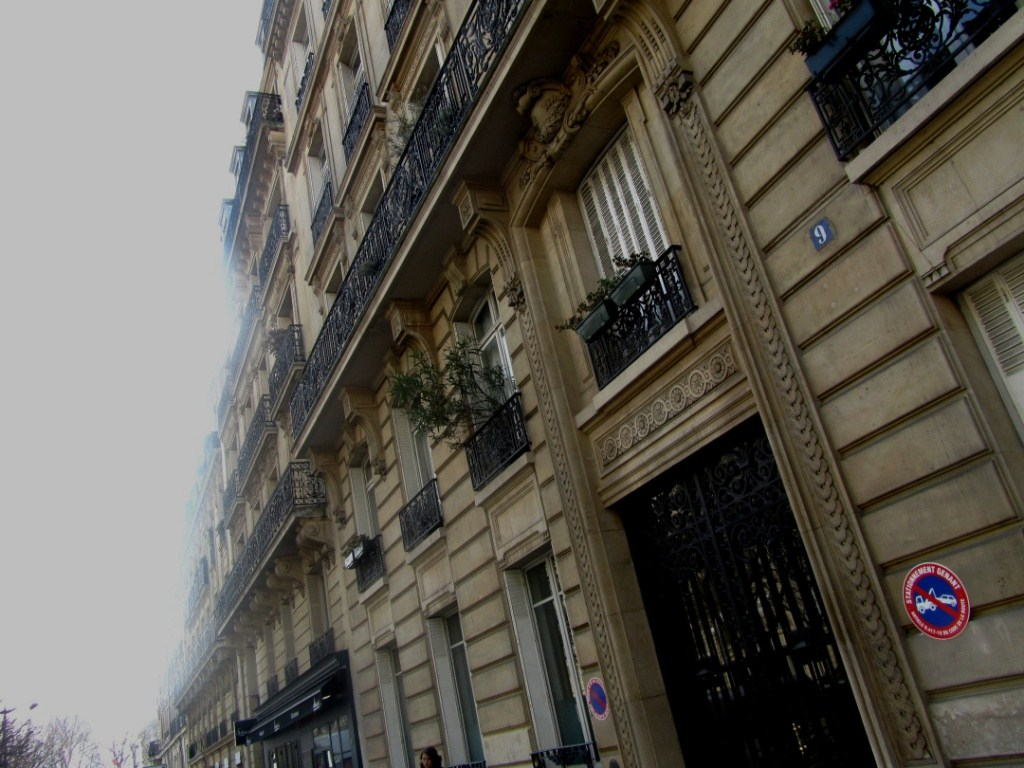 """rue Eylau Paris where a scene of the movie Taken was shot"""
