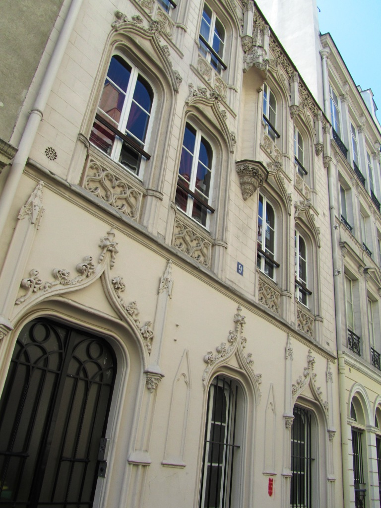 """One of the facades of kinkiest former Paris brothels in rue Navarine"""