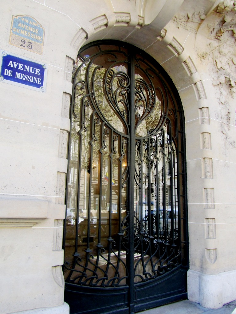 """Paris rue messine main door of house used in film Belle de Jour"""