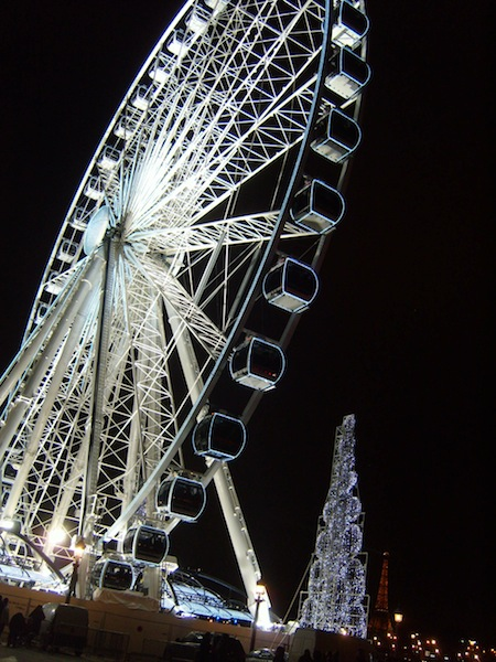 the grande roue de paris lit up for christmasparis movie walks. Black Bedroom Furniture Sets. Home Design Ideas